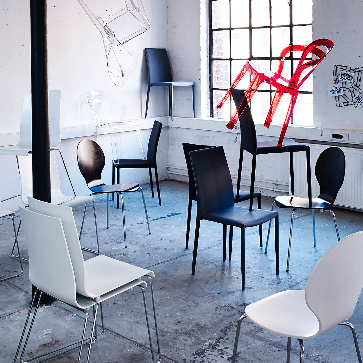 Möbel Fotografie fliegende Stühle für DEPOT