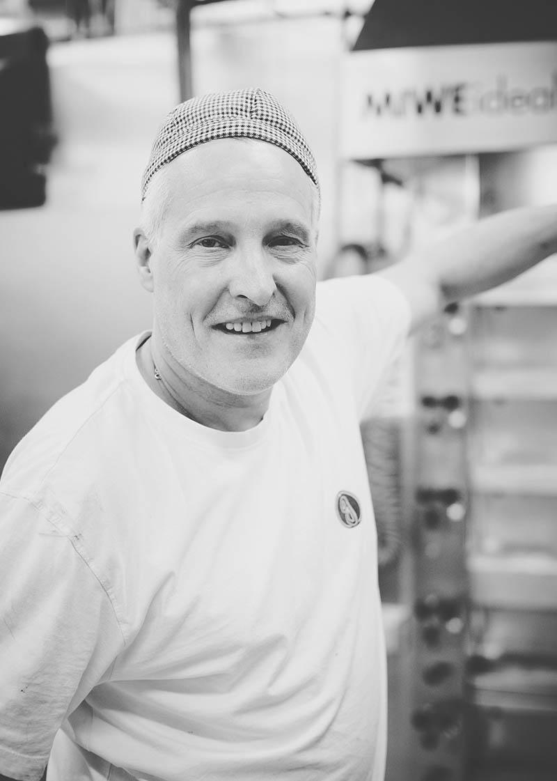 Porträtfoto eines Bäckers am OfenFoodreportage und Editorial Bäckerei Geisen Der Brotbäcker