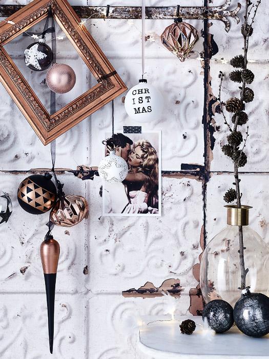 Moderne Weihnachts-Deko und Kugeln in kupfer und schwarz von DEPOT