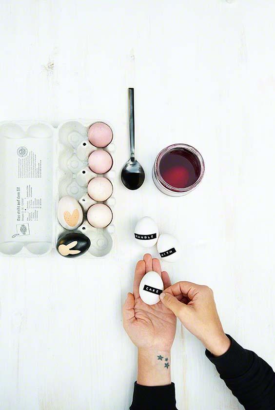 Eierfärben mit natürlichen Farbstoffen wie rote Beete