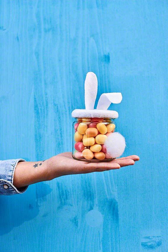Süßigkeiten zu Ostern im Hasenglas verpacken - DIY aus dem Buch Made at Home 2 Neuer Umschau Verlag