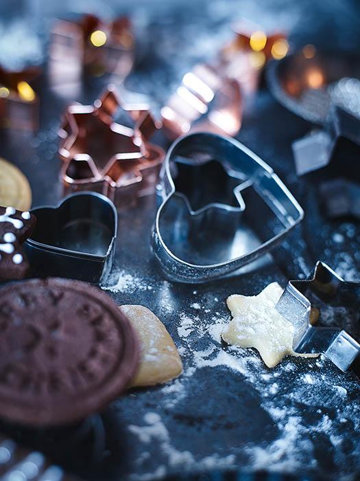 Kupferfarbene Keksausstecher für die nächsten Weihnachts-Plätzchen von DEPOT - Produkt-Fotografie: Anna Schneider / neon fotografie Styling: Eva Schwarz
