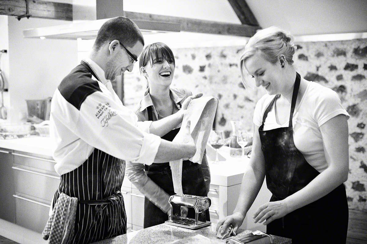 Pasta ausrollen in der Kochschule - Food-Editorial: Anna Schneider neon fotografie