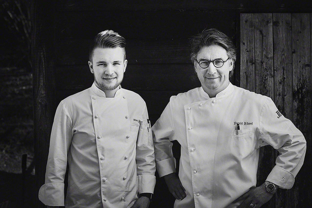 Portraiftoto von Sternekoch Harald Rüssel und Sohn Maximilian - Foodfotografie für das Kochbuch WILD von Harald und Maximilian Rüssel