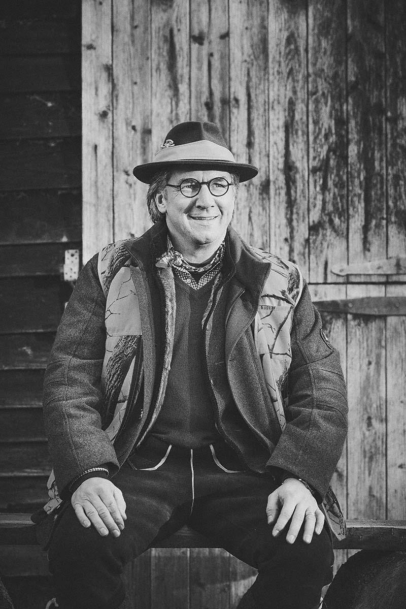 Portrait Sternekoch Harald Rüssel bei der Jagd - Foodfotografie für das Kochbuch WILD von Harald und Maximilian Rüssel