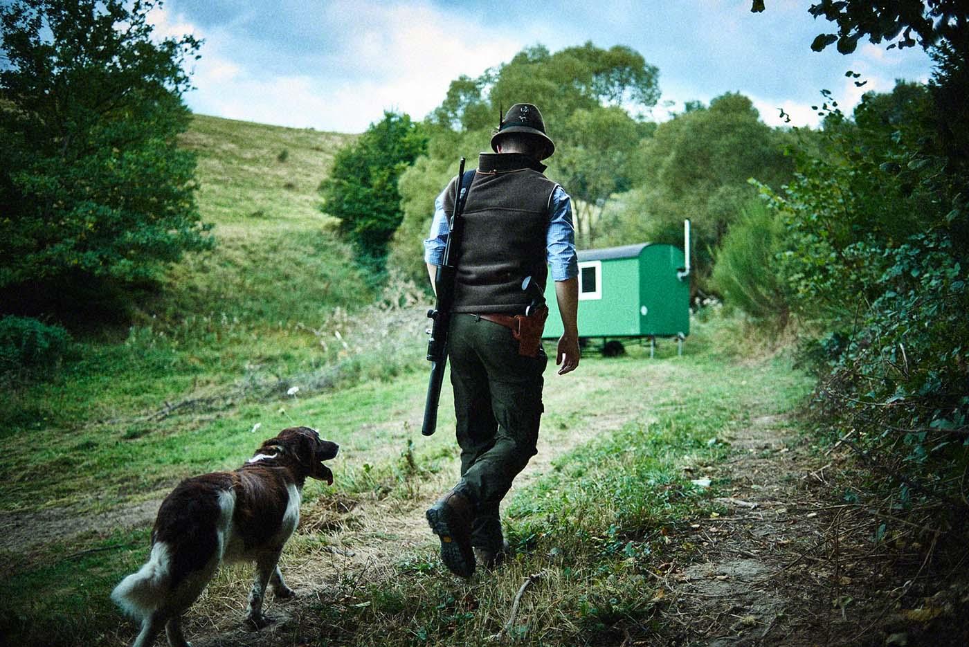 Jäger mit Jagdhund - Jagd-Reportage mit Sternekoch Harald und Maximilian Rüssel Fotos: neon fotografie