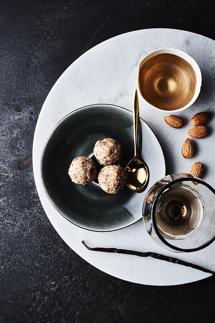 Kokos-Mandel-Pralinen - Foodfotografie
