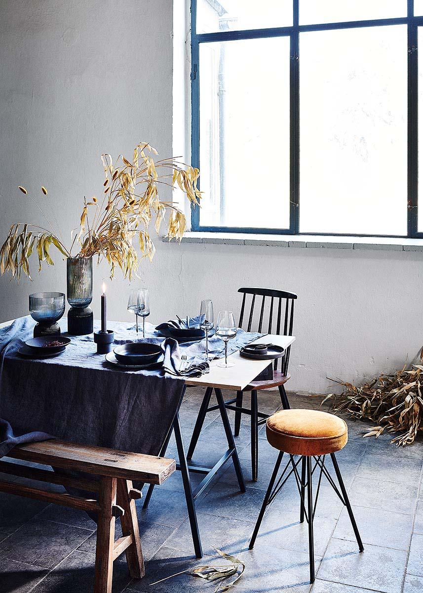 Schwarze Tischdeko mit Bambus im Industrieloft