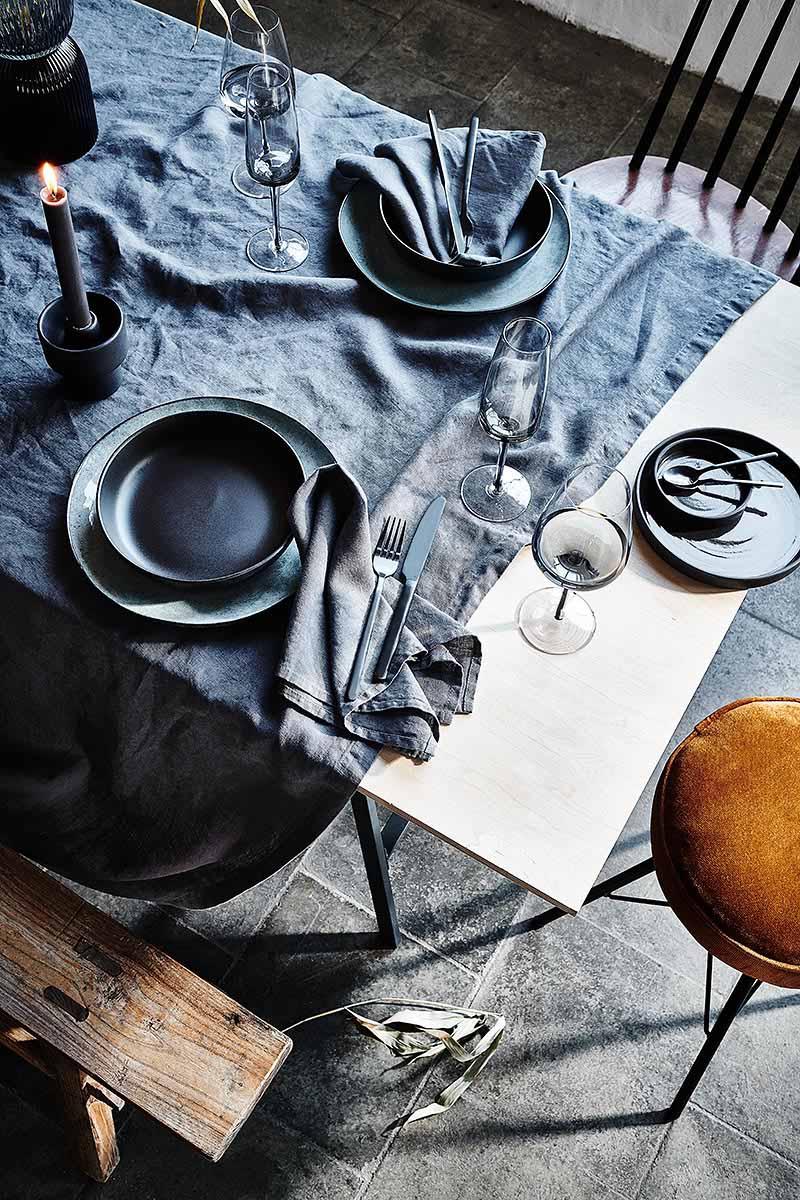 Moderne Tischdeko schwarz im skandinavischen Stil