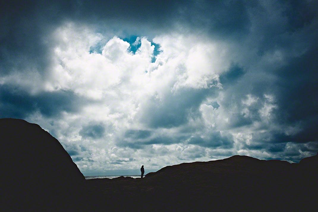 Dramatischer Wolkenhimmel an der Küste Süd-Norwegens - Landschafts-Fotografie: Anna Schneider / neon fotografie