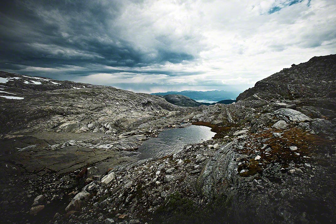Faszinierende Gletscher-Landschaft mit kleinem Bergsee in Norwegen - Landschaftsfotografie: Anna Schneider / neon fotografie