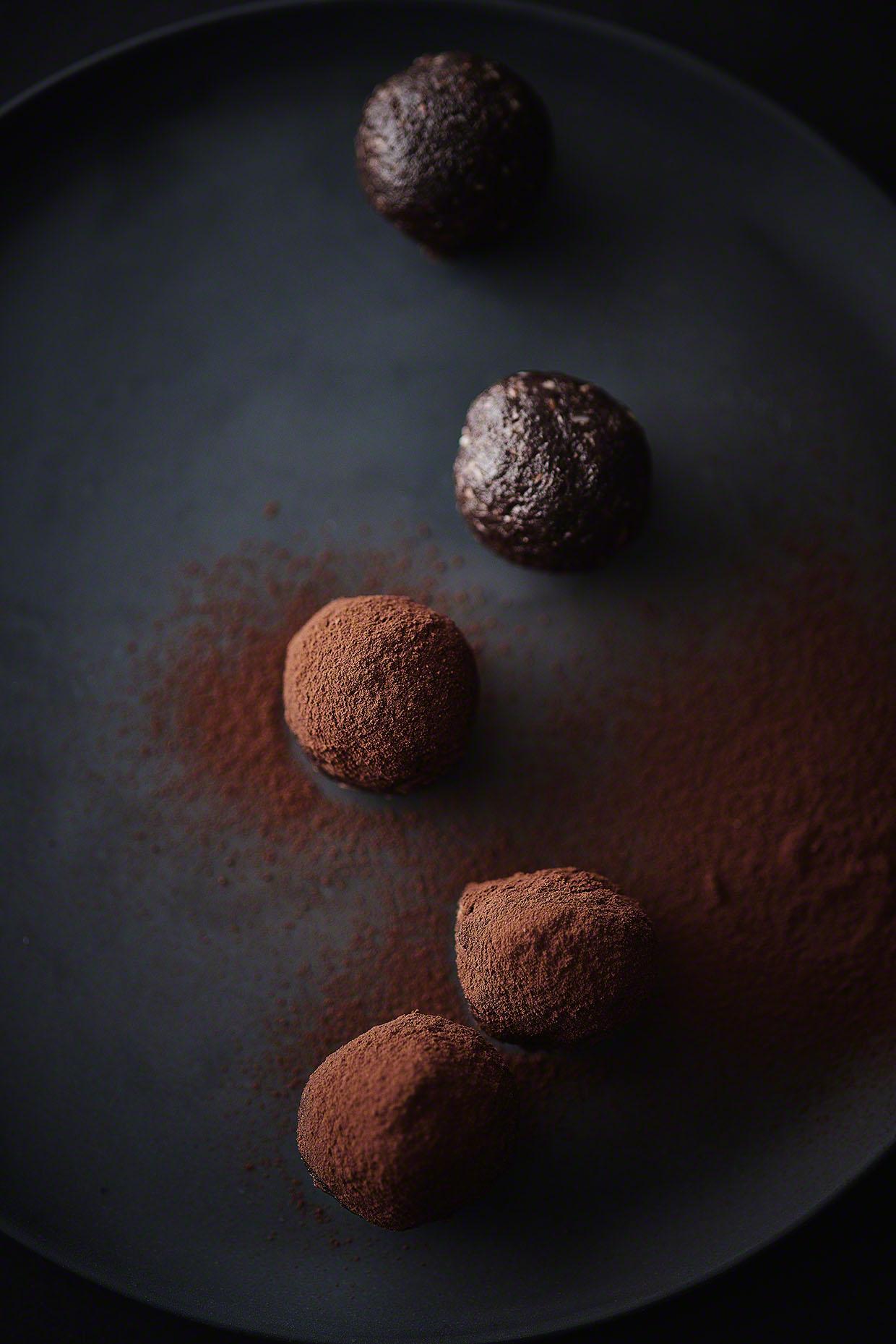 Gesunde Schoko-Mandel-Energiebällchen - Foodfotografie