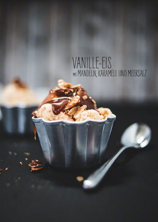 So macht man Vanille-Eis mit leckerem Karamell, Mandeln und Meersalz - Rezept und Food-Fotografie gibt's bei neon*