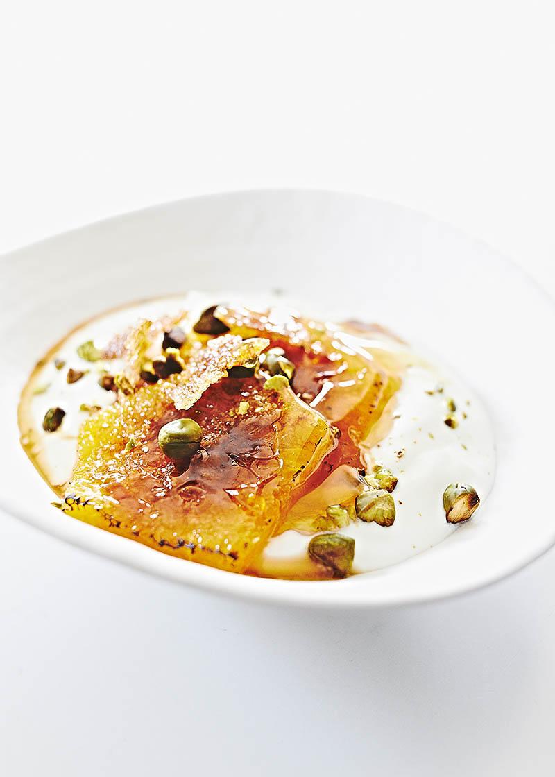 Food Fotografie: griechischer Joghurt mit karamellisierten Orangen, Pistazien und Honig. Leckere Stockfotografie: www.neon-fotografie.de