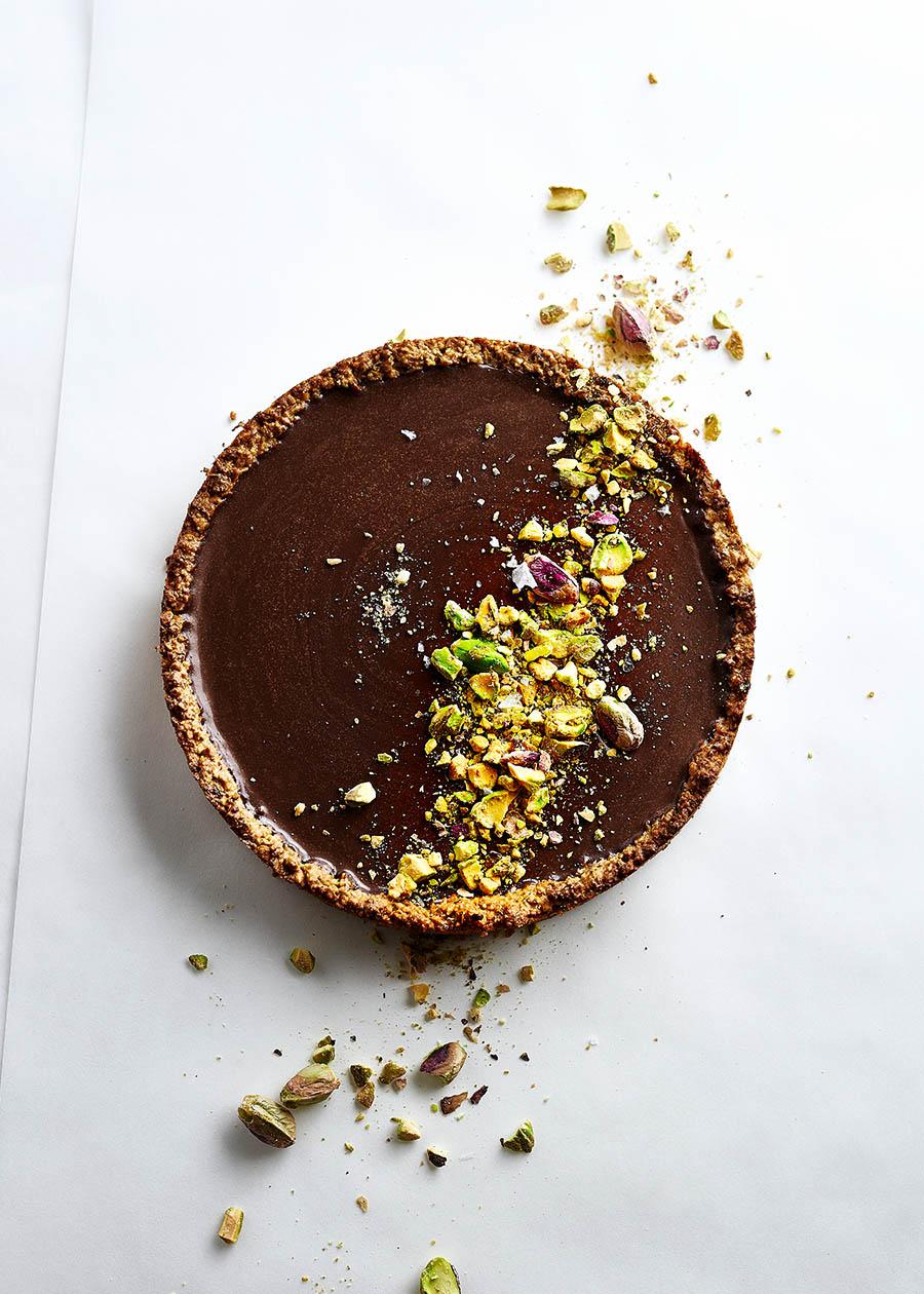 Foodfotografie von Pistazien-Tarte mit Schokoladen Ganache