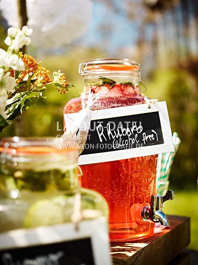 Getränke-Bar für die nächste Sommerparty dekorieren , Saft-Bar - Stockfotos