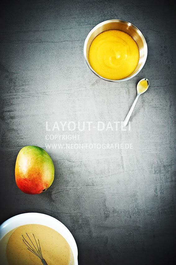 mango-rezepte - stockfoto-food-mango-puerre-smoothie-tabletop-freiraum-beton-rezept-neon-fotografie.jpg